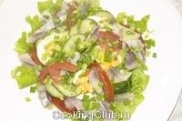 Салат зеленый с соленой сельдью