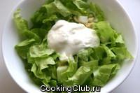 Листовой салат с огурцами