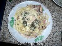 Спагетти с морским коктейлем и соусом песто