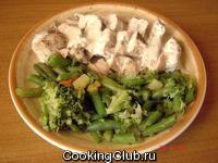 Паровая курица со сливками и овощным гарниром