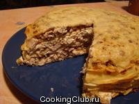 Блинчатый пирог с курицей и вешенками