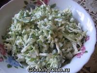 Салат из молодой капусты и огурцов