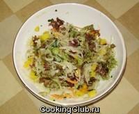 Салат с квашеной капустой и манго