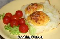 Картофельное пюре с яйцами, фаршированными беконом