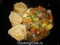 Луковый струдель с овощами и мясом 1