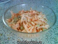Салат из морковки с изюмом и арахисом
